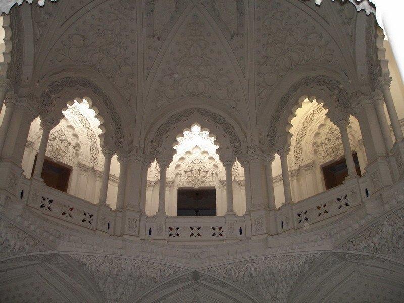 Белый зал итальянского замка Саммеццано
