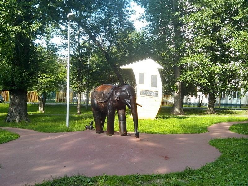 скульптура Слон и Моська Андрея Асерьянца