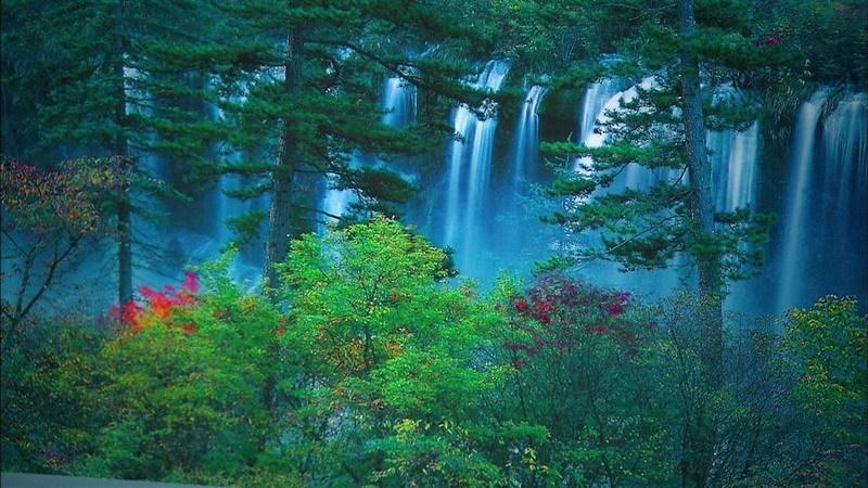 водопад в долине Цзючжайгоу