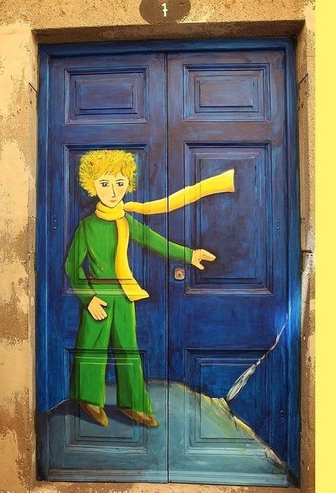 маленький принц на двери на Мадейре в  Португалии