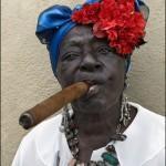 Фото кубинки с сигарой