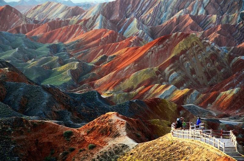 вид на цветные скалы Чжанъе Данься