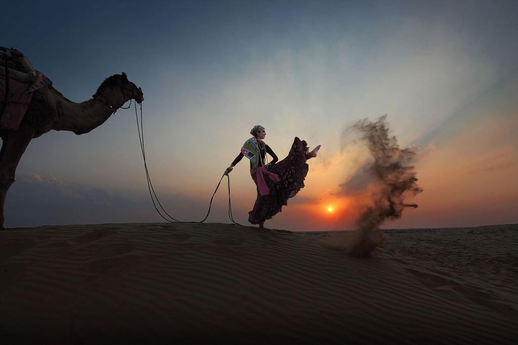 Фото девушки в пустыне фото 128-902