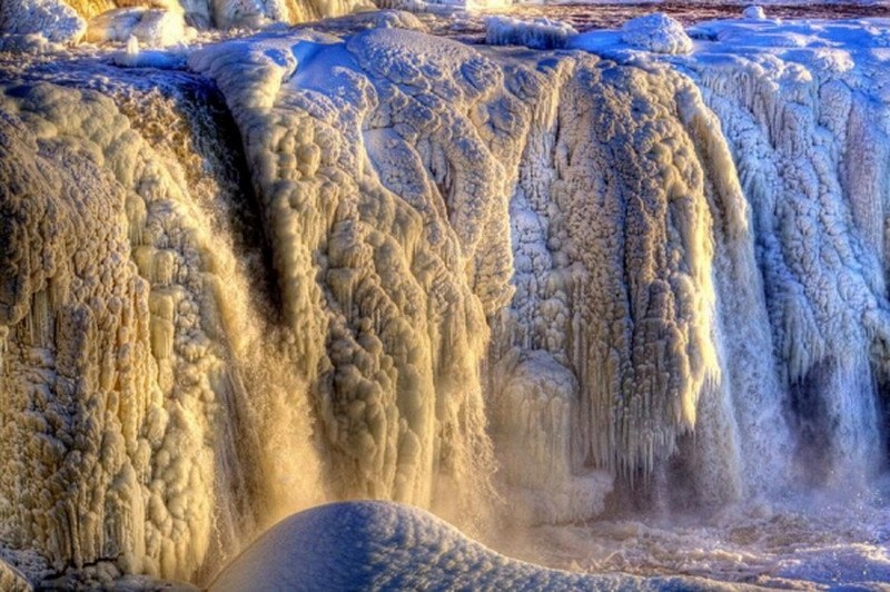 фото замерзший водопад Ридо, Канада