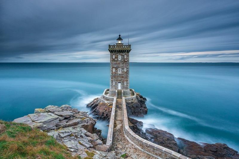 одинокий маяк фото