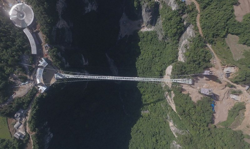 вид на стеклянный мост сверху фото