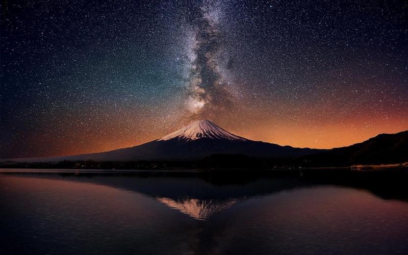 звездное небо над Фудзиямой